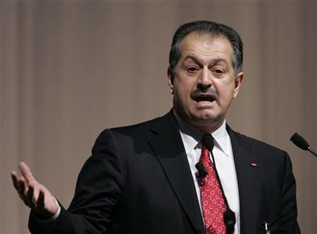 Dow Chemical Company Chief Executive Officer Andrew Liveris delivers a speech at the Global Management Forum in Tokyo October 27, 2008. REUTERS/Yuriko Nakao