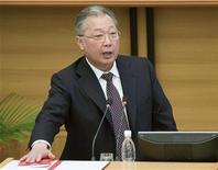 <p>Президент Киргизии Курманбек Бакиев выступает в парламенте страны в Бишкеке 19 февраля 2009 года. Власти Киргизии на первой в серии встреч с оппозицией отвергли обвинения в намеренном преследовании наиболее вероятных противников нынешнего президента на предстоящих президентских выборах. REUTERS/Shamil Zhumatov</p>