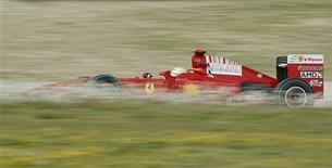 <p>Felipe Massa, da Ferrari, durante teste das equipes de Fórmula 1 no circuito da Catalunha, em Barcelona. 11/03/2009. REUTERS/Albert Gea (ESPANHA)</p>