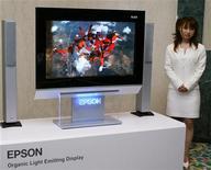 <p>Il prototipo di uno schermo Oled di Seiko Epson. REUTERS/Issei Kato</p>
