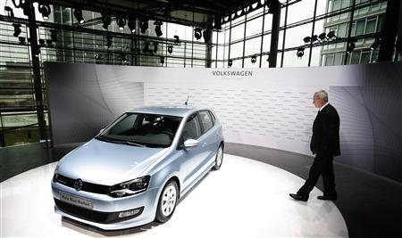 Volkswagen AG's CEO Martin Winterkorn poses beside a Polo Blue Motion before the annual news conference in Wolfsburg, March 12, 2009. REUTERS/Christian Charisius