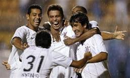 <p>O atacante Ronaldo marcou na noite de quarta-feira seu segundo gol com a camisa do Corinthians, o primeiro diante da torcida em São Paulo, após pouco mais de 130 minutos em campo em três partidas. REUTERS/Paulo Whitaker (BRASIL)</p>