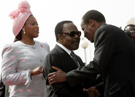 Gabon President Omar Bongo Ondimba (C) and his wife Edith Lucie are welcomed by Burkina Faso President Blaise Compaore (R) in this November 26, 2004 file image. REUTERS/Jacky Naegelen