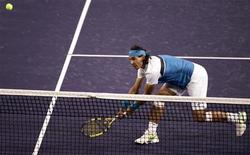 <p>Rafael Nadal durante partida disputada com Marc Lopez contra Frantisek Cermak e Michal Mertinak, no torneio de Indian Wells, Califórnia. 13/3/009. REUTERS/Michael Fiala (EUA)</p>