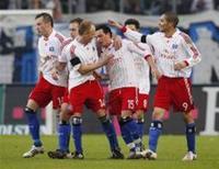 <p>O Hamburgo marcou dois gols no primeiro tempo e bateu o visitante Energie Cottbus por 2 x 0 neste domingo, permanecendo a quatro pontos de distância do Hertha Berlim, líder do Campeonato Alemão. REUTERS/Christian Charisius (ALEMANHA)</p>