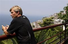 <p>German entrepreneur Rolf Glaser looks at the view from his house at the Vidigal slum in Rio de Janeiro March 5, 2009. REUTERS/Sergio Moraes</p>