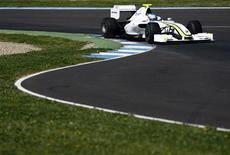 <p>Piloto britânico Jenson Button em seu carro da Brawn GP, durante treino em Jerez, na Espanha, nesta terça-feira, no qual colocou a equipe novamente como a mais rápida em testes. REUTERS/Marcelo del Pozo</p>