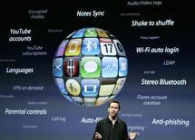 <p>Le chef de la division iPhone d'Apple Scott Forstall a dévoilé une mise à jour du logiciel de l'iPhone offrant de nouvelles fonctionnalités, comme le copier-coller pour les textes et les messages multimédias. /Photo prise le 17 mars 2009/REUTERS/Robert Galbraith</p>