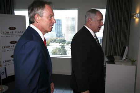 Israeli Prime Minister-designate Benjamin Netanyahu (R) and Middle East envoy Tony Blair arrive for a meeting in Tel Aviv March 19, 2009. REUTERS/Pavel Wolberg/Pool