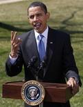 """<p>Президент США Барак Обама выступает на лужайке перед Белым домом в Вашингтоне 18 марта 2009 года. Президент США Барак Обама в пятницу протянул руку дружбы Ирану, предложив ему """"новое начало"""" дипломатических отношений. REUTERS/Jim Young</p>"""