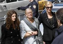 <p>Vanessa Redgrave, Joely Richardson e Daisy Bevan arrivano per la veglia per l'attrice Natasha Richardson a New York. REUTERS/Mike Segar (UNITED STATES ENTERTAINMENT OBITUARY SOCIETY)</p>