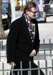 <p>Ator Liam Neeson chega para o velório de sua esposa, a atriz Natasha Richardson, em Nova York. 20/03/2009. REUTERS/Mike Segar</p>