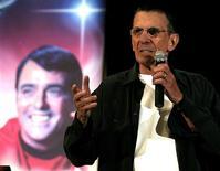 """<p>Leonard Nimoy, o ator famoso por interpretar o papel de Spock na série de TV e cinema """"Jornada nas Estrelas"""", está apoiando tentativa de uma pequena cidade de Alberta, no Canadá, de sediar a estréia da mais recente produção baseada no seriado. REUTERS/Gene Blevins</p>"""