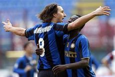 <p>A Inter de Milão deu mais um grande passo rumo ao título do Campeonato Italiano ao vencer com facilidade neste domingo por 3 x 0 o Reggina, lanterna da competição. REUTERS/Alessandro Garofalo (ITALY SPORT SOCCER)</p>