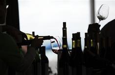 <p>Una degustazione di vino. si precisa che l'immagine ha solo scopo illustrativo della notizia REUTERS/Carlos Barria</p>