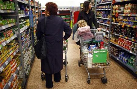 People shop for groceries at a store in High Wycombe, January 23, 2009. REUTERS/Eddie Keogh
