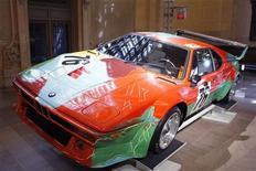 <p>Um carro pintado por Andy Warhol em 1979 pode ser visto no Grand Central Terminal, em Nova York. 24/03/2009. REUTERS/Lucas Jackson</p>