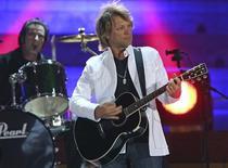 <p>Cantor norte-americano Jon Bon Jovi em uma apresentação em Palma de Mallorca. 23/06/2007. REUTERS/Eckehard Schulz/Divulgação</p>