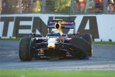 <p>Carro do piloto da Red Bull Sebastian Vettel, da Alemanha, após colidir com Robert Kubica, da BMW Sauber, no Grande Prêmio de F1 da Austrália em Melbourne neste domingo. REUTERS/Scott Wensley</p>