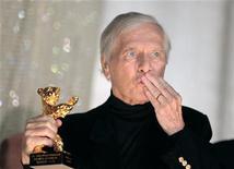 <p>Maurice Jarre con l'Orso d'oro alla carriera ricevuto quest'anno alla Berlinale. REUTERS/Johannes Eisele</p>