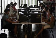 <p>A indústria de computadores do Brasil deve sofrer retração de 11,5 por cento em 2009, segundo levantamento feito pela empresa de pesquisa do mercado de tecnologia IDC.</p>
