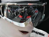 <p>Lo staff di McLaren al lavoro durante un pit stop. REUTERS/Zainal Abd Halim</p>
