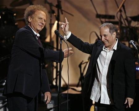 Art Garfunkel (L) acknowledges Paul Simon during a show celebrating the music of Paul Simon at the Warner Theater in Washington, May 23, 2007. REUTERS/Jason Reed