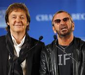 <p>Ex-Beatles Paul McCartney e Ringo Starr em uma coletiva de imprensa em Nova York. 03/04/2009. REUTERS/Chip East</p>