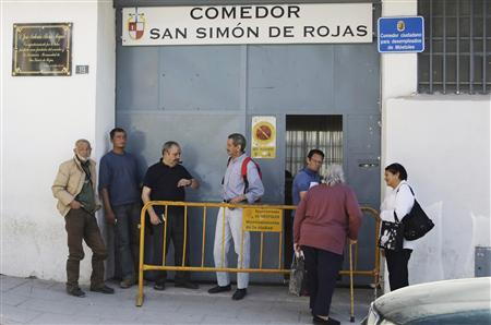 People wait to enter the San Simon de Rojas soup kitchen, Spain's first municipal soup kitchen for the unemployed, in the town of Mostoles, south of Madrid, March 20, 2009. Spain faces a summer of rising social tension as dole payments end for some unemployed people, and the desperate blame immigrants for their problems or say they are tempted to steal rather than go hungry. The crisis is having a devastating effect on the middle class and lower middle class, who gained living standards they took for granted and are now losing, said Ismael Crespo, a political analyst at the Ortega y Gasset Institute. REUTERS/Susana Vera