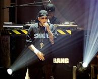 <p>Eminem performs during the 2006 BET Awards at the Shrine Auditorium in Los Angeles June 27, 2006. REUTERS/Mario Anzuoni</p>