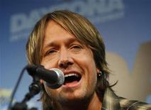 <p>Recording artist Keith Urban plays a song during a news conference before the Daytona 500 NASCAR Sprint Cup Series race at the Daytona International Speedway in Daytona Beach, Florida February 15, 2009. REUTERS/Carlos Barria</p>