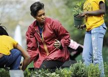 <p>La first lady Usa Michelle Obama nell'orto della Casa Bianca. REUTERS/Jonathan Ernst (UNITED STATES POLITICS)</p>