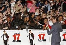 "<p>Actor Zac Efron arrives for the UK premiere for ""17 Again"" in Leicester Square, central London March 26, 2009. REUTERS/Stephen Hird</p>"