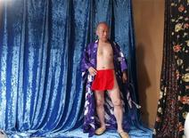 <p>Старейший порно-актер Японии Сигео Ткода на съемочной площадке своего новго фильма в Итикаве 13 апреля 2009 года., Жизнь 75-летнего Сигео Токуда значительно отличается от повседневной обыденности среднестатистического пенсионера - в понедельник он вернулся к работе и отправился на съемки нового фильма, где ему предстоит перед камерой заняться сексом с женщиной, которая моложе его дочери. REUTERS/Kim Kyung-Hoon</p>