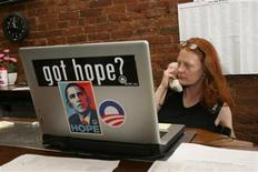 <p>Jennifer Lockhart makes a call at the Obama campaign office on Market Street during the U.S. Presidential primary day in Louisville, Kentucky, May 20, 2008. REUTERS/Frankie Steele</p>