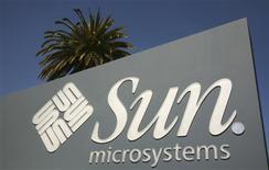 <p>Selon la chaîne de télévision CNBC, Sun Microsystems a approché une nouvelle fois IBM afin de reprendre leurs négociations en vue d'une fusion, mais IBM a répondu non. /Photo prise le 18 mars 2009/REUTERS/Robert Galbraith</p>