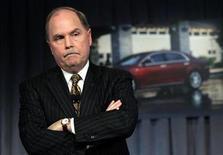 <p>El presidente ejecutivo de General Motors, Fritz Henderson, participa en una conferencia de prensa en la sede de la compañía en Detroit, 31 mar 2009. El presidente ejecutivo de General Motors Corp (GM) dijo el viernes que la automotriz aún puede reestructurarse sin recurrir al tribunal de quiebras, pero advirtió que ahora es más probable que necesite protección por bancarrota para completar ese proceso. REUTERS/Rebecca Cook/Archivo</p>