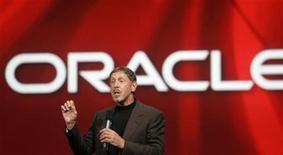 <p>Foto de archivo del presidente ejecutivo de Oracle, Larry Ellison, habla en un evento en San Francisco, California 24 sep 2008. El productor estadounidense de software corporativo Oracle Corp dijo el lunes que adquirirá a Sun Microsystems Inc por más de 7.000 millones de dólares, luego que fracasaron las conversaciones entre Sun e IBM. REUTERS/Robert Galbraith/Archivo</p>