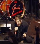 <p>Perry Farrell da banda Jane's Addiction em apresentação em Los Angeles. 23/04/2008. REUTERS/Mario Anzuoni</p>