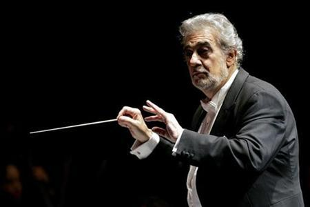 Spanish tenor Placido Domingo conducts the Puerto Rico Symphony Orchestra, for the first time, at Luis A. Ferre Performing Arts Center in San Juan, Puerto Rico, October 9, 2007.REUTERS/Ana Martinez