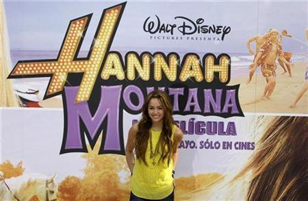 U.S. actress Miley Cyrus poses during a photocall to promote her film ''Hannah Montana the Movie'' in Madrid April 22, 2009. REUTERS/Sergio Perez