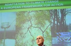 <p>Il commissario europeo per l'Ambiente Stavros Dimas in una conferenza stampa a Bruxelles. REUTERS/Sebastien Pirlet</p>