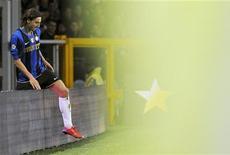 <p>Il bomber dell'Inter Ibrahimovic rientra in campo durante una partita contro la Juventus all'Olimpico a Torino il 18 aprile. REUTERSAlessandro Bianchi</p>