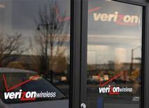 <p>Verizon Communications fait état d'une hausse de 12% de son chiffre d'affaires au premier trimestre, grâce à l'acquisition de son concurrent de plus petite taille Alltel et à la progression du nombre de ses clients au téléphone mobile. /Photo prise le 26 avril 2009/REUTERS/Rick Wilking</p>