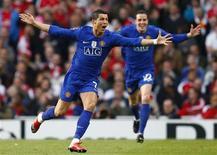 <p>Cristiano Ronaldo do Manchester United celebra gol na vitória de 3 x 1 sobre o Arsenal na Liga dos Campeões e garantiu vaga na final. REUTERS/Eddie Keogh</p>