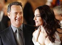 """<p>El actor Tom Hanks y la actriz Ayelet Zurer en el estreno mundial de """"Angels & Demons"""" en Roma, 4 mayo 2009. El éxito de libros y películas como """"El código Da Vinci"""" y """"Angeles y Demonios"""" debería llevar a la Iglesia a plantearse la manera en que utiliza los medios de comunicación para presentarse, dijo el periódico del Vaticano el miércoles. REUTERS/Tony Gentile</p>"""