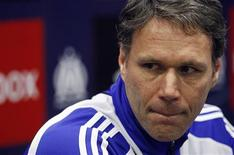 """<p>Marco van Basten a démissionné de son poste d'entraîneur de l'Ajax Amsterdam, estimant """"qu'il n'avait pas atteint ses objectifs et qu'il n'a(vait) pas le sentiment qu'il sera(it) capable de faire mieux la saison prochaine"""", selon un communiqué du club néerlandais. /Photo prise le 11 mars 2009/REUTERS/Jean-Paul Pélissier</p>"""