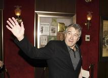 "<p>Ator Robert De Niro chega para a estreia do filme ""Whatever Works"" no Festival Tribeca em Nova York. 22/04/2009. REUTERS/Lucas Jackson</p>"