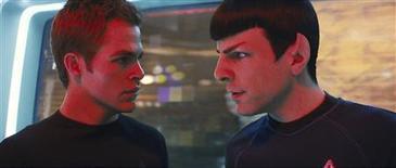 """<p>""""Star Trek"""" chega aos cinemas cercado de uma expectativa enorme, mas as possibilidades de o filme baseado numa franquia que já existe há 43 anos conquistar novos fãs e bilheterias grandes divide as opiniões dos observadores do cinema. REUTERS/Industrial Light and Magic/Paramount Pictures/Handout</p>"""