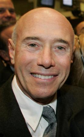 Producer David Geffen poses on the floor of the New York Stock Exchange moments after shares in his company, DreamWorks Animation SKG Inc., started trading, in this October 28, 2004 file photo. REUTERS/Peter Morgan/Files